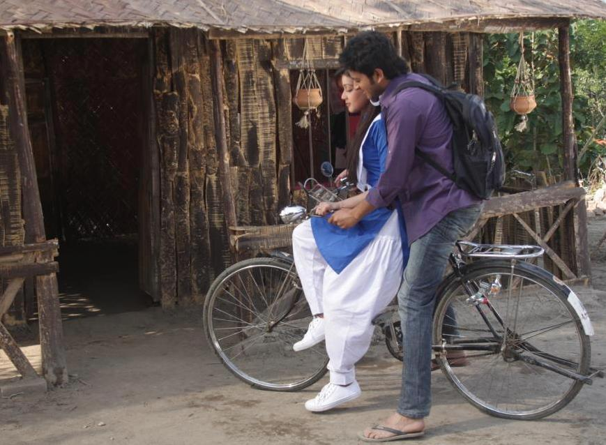 Mahiya Mahi and Saimon in Pora Mon movie