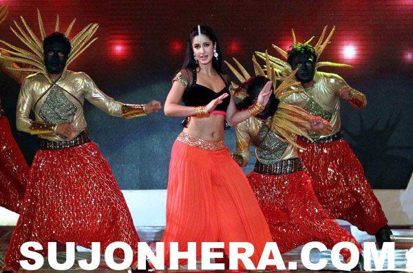 Katrina Kaif dancing in IPL Opening Ceremony 2014