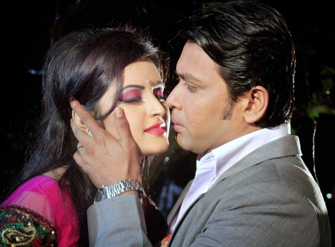 Valobasha Simahin Pori Moni Bangla Movie
