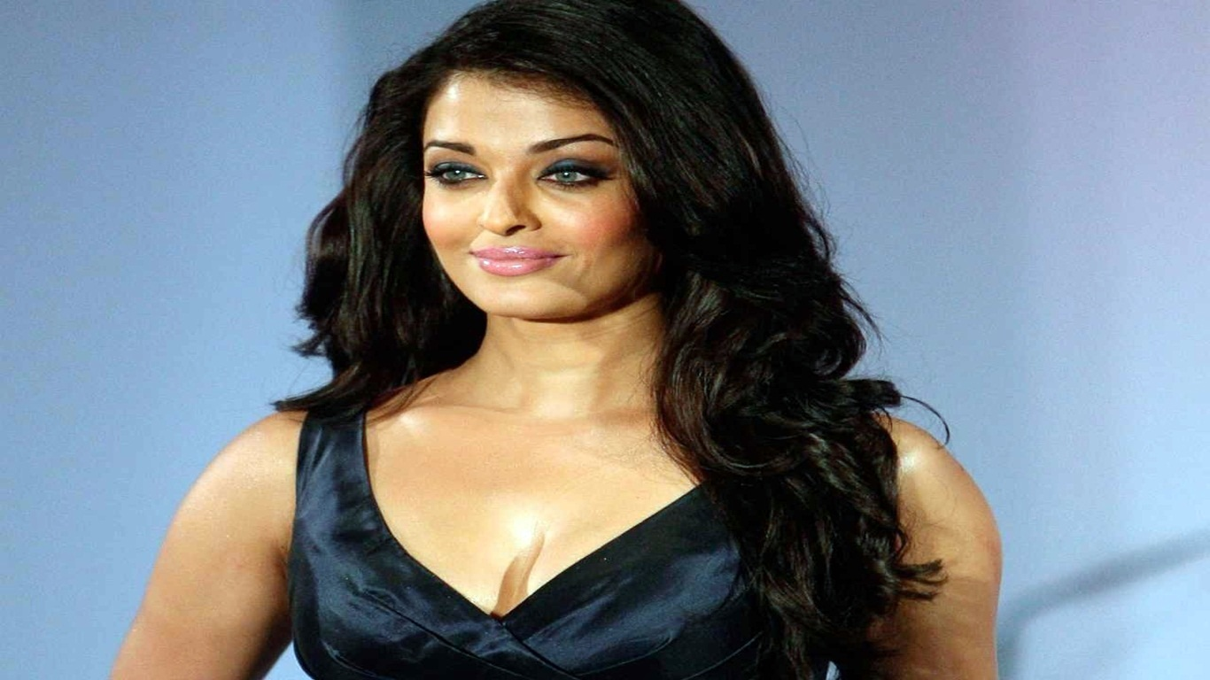 Aishwarya Rai Bachchan Hd Wallpapers: Download Indian Saxy Wallpaper Gallery