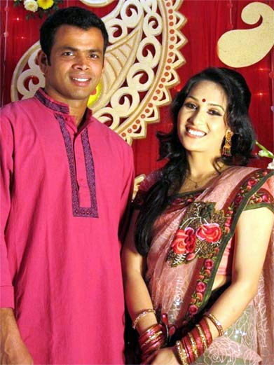 Abdur Razzak Bangladeshi Cricketer with his wife Oni
