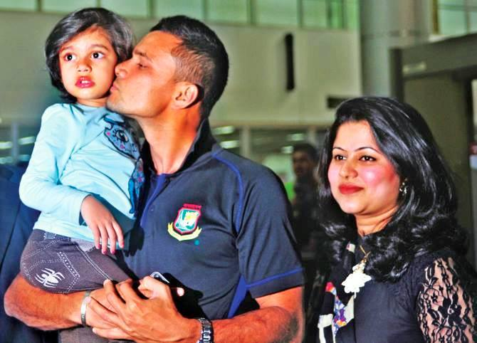 Mashrafe Mortaza Bangladeshi Cricketer with his wife & daughter Humayra