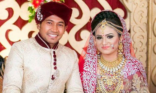 Mushfiqur Rahim Bangladeshi Cricketer with his wife Mondi
