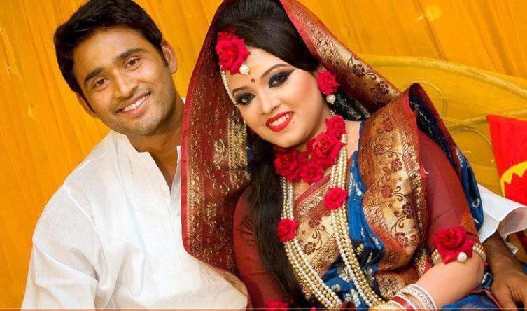 Shahadat Hossain Bangladeshi Cricketer with his wife Nitto