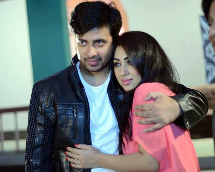 Apu Biswas and Shakib Khan Couple Photo Image Picture