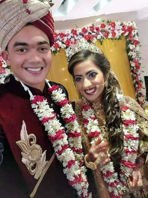 Taskin Ahmed Bangladeshi Cricketer with his wife